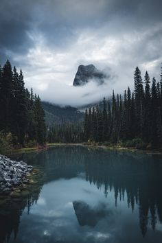 Moody Canada. - )