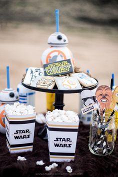 Imprimibles gratuitos para fiestas infantiles de Star Wars. Máscaras, decoraciones, muñecos, cajas para regalos y muchos imprimibles de Star Wars más.