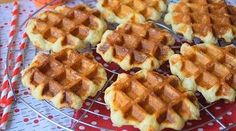 Crispy and fluffy waffles by Cyril Lignac · Delicious to the palate - Hildy Akid Fluffy Waffles, Homemade Cakes, Flan, Healthy Tips, Biscuits, Nutella, Sweet Recipes, Deserts, Food Porn