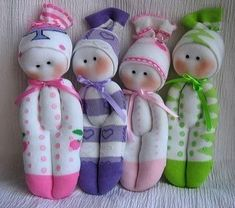 sock doll tutorial (the English translation says to give the baby to the wolves at the end! Sock Crafts, Crafts To Do, Sewing Crafts, Sewing Projects, Crafts For Kids, Sock Toys, Sock Animals, Sewing Dolls, Doll Tutorial