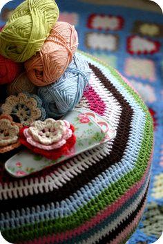 Crochet and Yarn Love Love Crochet, Learn To Crochet, Crochet Flowers, Knit Crochet, Coco Rose Diaries, Cute Blankets, Crochet Cushions, Crochet Home Decor, Crochet Projects