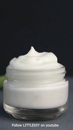 Diy Moisturizer, Aloe Vera Face Moisturizer, Natural Moisturizer, Homemade Skin Care, Diy Skin Care, Aloe Vera For Face, Creme Anti Rides, Diy Body Butter, Diy Beauty Treatments
