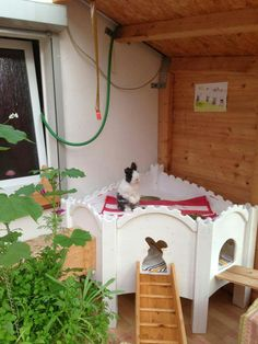 I would love to make a little playhouse like this for Thumper if I had the space.