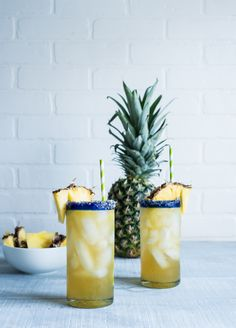 Vanilla Pineapple Margaritas by Pineapple & Coconut. Summer Cocktails, Cocktail Drinks, Cocktail Recipes, Party Dips, Non Alcoholic Drinks, Beverages, Milk Shakes, Pineapple Margarita, Pineapple Juice