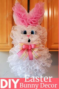 How to Make a DIY Easter Bunny! Easter Bunny Decorations, Easter Wreaths, Easter Ideas, Holiday Decorations, Easter Crafts, Easter Centerpiece, Decoration Crafts, Holiday Wreaths, Diy Spring Wreath