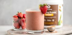 Dark Chocolate Strawberry Smoothie - Amazing Grass Raise your hand if you love chocolate covered strawberries… Are you raising your hand? If so, you'll love this Dark Chocolate Strawberry Smoothie! Strawberry Protein Shakes, Chocolate Strawberry Smoothie, White Chocolate Strawberries, Chocolate Hazelnut, Healthy Chocolate, Starbucks Chocolate Smoothie Recipe, Amazing Grass, Keto Smoothie Recipes, Smoothies With Almond Milk