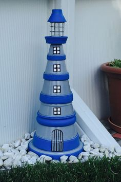 Lighthouse homemade for the garden - Modern Tile Crafts, Sea Crafts, Easy Diy Crafts, Clay Pot Lighthouse, Lighthouse Decor, Solar Lighthouse, Flower Pot People, Clay Pot People, Painted Clay Pots
