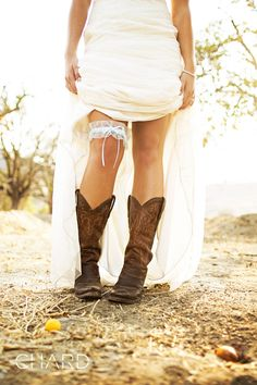 LOVE the boots and garter! CUTE! #wedding #photography #country