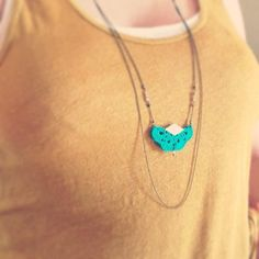 "Collier Sautoir crochet Vert / cuir doré AEMULA - Eventail Cuir Crochet - Bijoux Boho Mariage /Quotidien - Collection ""Gypsy Chic"""
