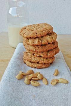 Ruokakonttuuri: Maapähkinävoikeksit / Vegan peanut butter cookies