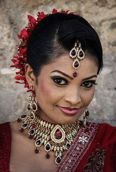 Josep Castell Woman portrait (Sri Lanka)--I think every woman should be adorned in this manner at least once. Jean Racine, Female Portrait, Woman Portrait, Sri Lankan Bride, Human Body Art, Flawless Beauty, Many Faces, Portraits, People Around The World