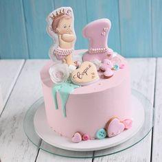 Тортик на первый день рождения малышке Софии #тортвкиеве #торткиев #тортназаказвкиеве #сладостикиев #пряникикиевназаказ #пряники #имбирныепряники #пряникиимбирные
