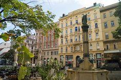 Wiedner Augenschmaus | Stadtbekannt Wien | Das Wiener Online Magazin Online Magazine, Vienna, Multi Story Building, Mansions, House Styles, Sunday, City, Architecture, Fountain