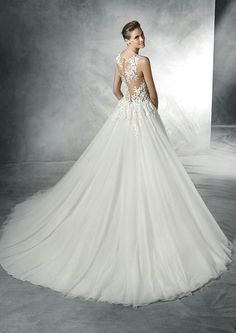12 Best Pronovias Atelier   Privee Wedding Gowns images in 2019 a675daad9d