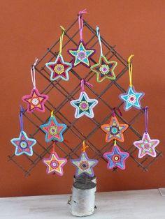 Christmas star twin set by ATERGcrochet por ATERGcrochet en Etsy Holiday Crochet, Crochet Home, Crochet Crafts, Yarn Crafts, Crochet Projects, Diy Crafts, Filet Crochet, Crochet Motif, Knit Crochet