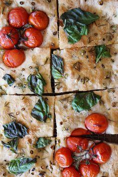 Herb and tomato focaccia / Focaccia de ervas e tomate