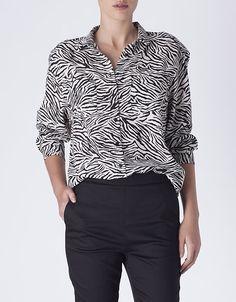 Camisa animal print bolsinhos | CAMISAS | PARTE DE CIMA | SHOP ONLINE SUITEBLANCO.COM
