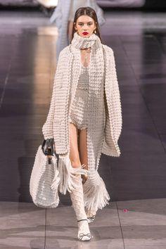 Dolce & Gabbana at Milan Fashion Week Fall 2020 - Runway Photos Fashion Week, Fashion 2020, Runway Fashion, Fashion Looks, Fashion Outfits, Fashion Trends, Milan Fashion, Street Fashion, Girly Outfits