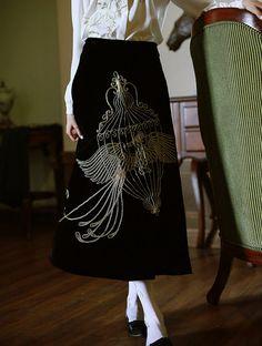 Obras de arte colección negro bordado de oro phoenix jaula de falda