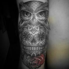 skull and owl tattoo forearm Latest Tattoos, Trendy Tattoos, Popular Tattoos, Cute Tattoos, Flower Tattoos, Body Art Tattoos, Tatoos, Owl Forearm Tattoo, Mandala Tattoo Men