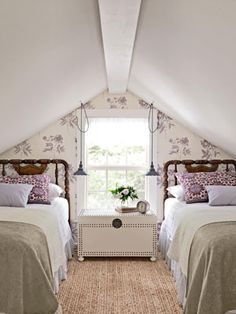 A cozy guest or girls' room in the attic. The wallpaper emphasizes the architectural element of the slanted ceiling. #attic #guestroom #twinbeds