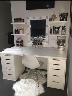 New Makeup Vanity Ideas Black Beauty Room Ideas Sala Glam, Vanity Room, Mirror Vanity, Vanity Shelves, Vanity Decor, Teen Vanity, Corner Vanity, Closet Vanity, Mirror Room