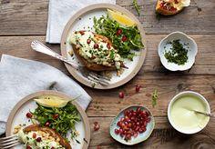 Salsa cremosa de yogur de anacardos y cilantro con boniato asado + judias con limón | Sweet Salty Kitchen |