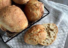 Koldhævede boller med fuldkornsmel… Bread Recipes, Vegan Recipes, Danish Food, Bread Bun, Banana Bread, Granola, Food Photography, Muffin, Food And Drink