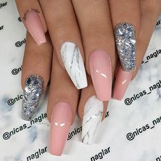 How to choose your fake nails? - My Nails White And Silver Nails, Silver Glitter Nails, Pink White Nails, Pink Sparkly Nails, Christmas Nails Glitter, Fancy Nails, Acrylic Nails Natural, Best Acrylic Nails, Acrylic Nails Coffin Glitter