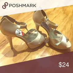 Sz7 crystal heels never worn new with tags Style & co heels sz 7 new with tags Style & Co Shoes Heels