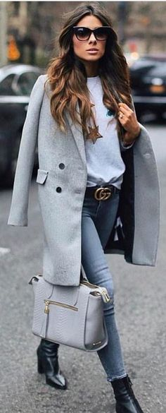 #spring #outfits woman wearing grey button-up long coat and blue fitted denim jeans. Pic by @speak__fashion