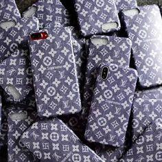 ヴィトン SUPREME アイフォンX/8/8プラス コラボカバー モノグラム ビジネス風 Alexander Mcqueen Scarf, Louis Vuitton, Shirt Dress, Mens Tops, Bohemian, Shirts, Phone Cases, Apple, Fashion