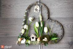 Door wreath heart shape door wreath times different Easter decorations spring Easter door wreath spring decoration - Lilly is Love Diy Spring Wreath, Spring Door Wreaths, Christmas Wreaths To Make, Easter Wreaths, Diy Wreath, Advent Wreath, Spring Decoration, Corona Floral, Modern Wreath