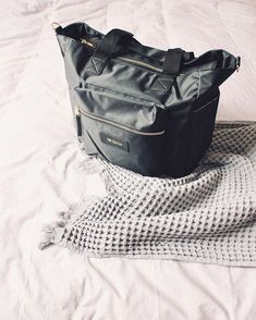 Styling on the minimal Nappy Bags, School Holidays, Minimalism, Feelings, Instagram, Women, Style, Swag, Diaper Bags