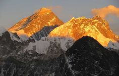 Mount Everest - The 7 Natural Wonders of the World http://www.traveloompa.com/the-7-natural-wonders-of-the-world/