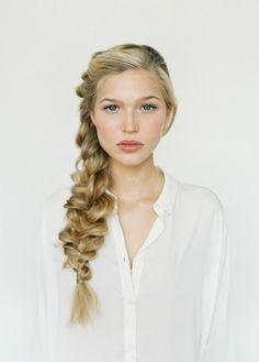 La tresse : parfaite pour les cheveux longs