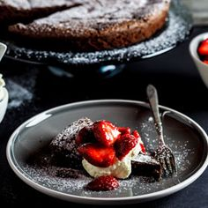 Flourless chocolate cake – Simply Delicious Flourless Chocolate torte with macerated strawberries {Woolworths/Masterchef} – Simply Delicious 13 Desserts, Gluten Free Desserts, Delicious Desserts, Dessert Recipes, Yummy Food, Flourless Chocolate Torte, Chocolate Desserts, Flourless Desserts, Chocolate Art