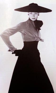 - Christian Dior Long Line jαɢlαdy Vintage Dior, Vintage Couture, Vintage Dresses, Vintage Outfits, Vintage Hats, Vintage Glamour, Vintage Style, Dior Fashion, 1950s Fashion