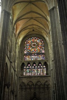 Transepto Sur y Rosetón. Catedral de Amiens 19 Stained Glass Rose, Gothic Architecture, Monuments, Worship, Around The Worlds, Places, Stained Glass Windows, Temples, Gothic Art