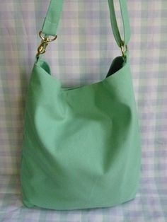 Bolso tela básico color verde agua. Ideal para todos los días. https://www.facebook.com/cueradisegno?fref=ts CUERA