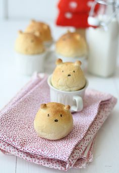 Homemade Teddy Bear Breads..kids draw faces on with edible marker! Cute..Spanish translated recipe