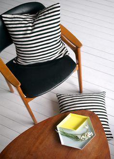 Via Norske interiørblogger | Mid Century Modern | Black, White and Wood | Striped Pillow | Hay Kaleido