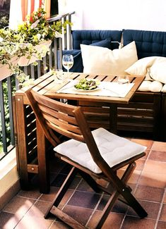 """Klappstuhl """"Äpplarö"""" von Ikea Maße Klappstuhl: T 58cm Tisch: L 20cm, 77cm, 1,33m; B: 62cm Bank: B 65cm, L 117cm Prei: Tisch mit 2 Klappstühlen: 139,00€; Bank: 89,00€"""
