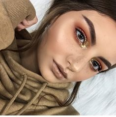 Get your Free makeup kits with the biggest brands in the makeup industry. Get free makeup samples, eye liner, lipstick, brushes & eye shadow. Makeup Goals, Makeup Inspo, Makeup Art, Makeup Inspiration, Makeup Tips, Beauty Makeup, Hair Beauty, Gold Makeup, Glamorous Makeup
