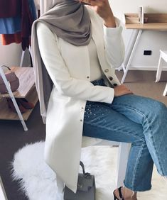 I cant wait to start wearing my jumpers! Who else is looking forward for winter?🙋🏻♀️❄️ This beautiful white long blazer from available in several colours. Ladies the quality is amazing 🙌🏼😻 Full outfit photo will also be up soon Work Fashion, Modest Fashion, Fashion Outfits, Fashion Clothes, Hijab Style, Hijab Chic, Casual Hijab Outfit, Casual Outfits, Muslim Women Fashion