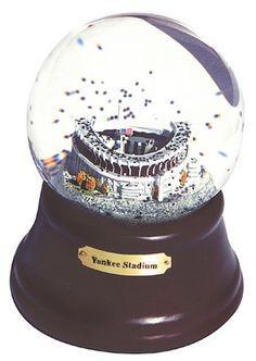 Yankees snow globe