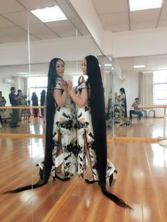 Zou Yu has 2 meters plus long hair - [ChinaLongHair.com]