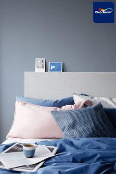 Αποκτήστε ένα cozy υπνοδωμάτιο με το Μπλε Ντένιμ 87BG 27/077, χρώμα της Χρονιάς 2017 από τη Vivechrom. #bedroom #bedroomideas #bluebedroom Dulux Denim Drift Bedroom, Bedroom Colors, Bedroom Decor, Bedroom Ideas, Denim Furniture, Color Of The Year 2017, Spare Room, Home Staging, Decoration