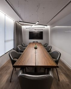 dorm organization desk,desk space i Office Lounge, Office Meeting, Corporate Interiors, Office Interiors, Conference Room Design, Conference Table, Living Room Setup, Modern Office Decor, Plafond Design