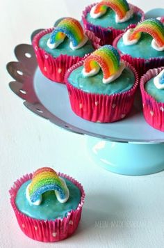 Are you planning a troll party to match the film on your next children& birthday . , Are you planning a troll party to match the film on your next child& birthday? These colorful rainbow muffins are perfect for your troll party. Rainbow Muffins, Rainbow Cupcakes, Troll Cupcakes, Rainbow Snacks, Party Cupcakes, Bolo Trolls, Cupcakes Decorados, Troll Party, Unicorn Birthday Parties